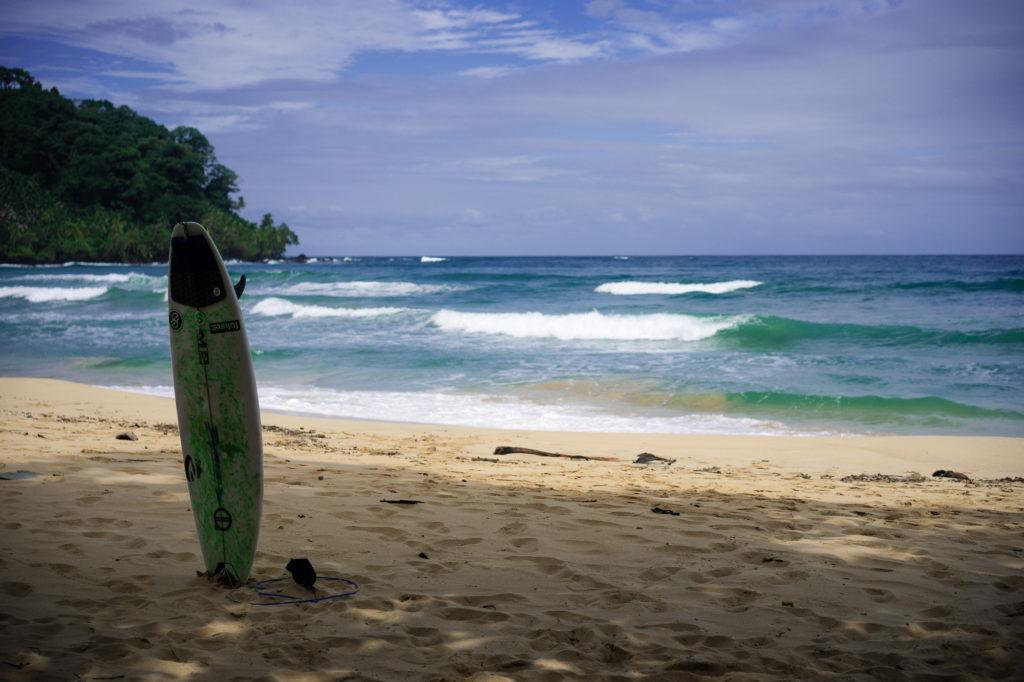 Liduprázdná pláž na ostrově Bastimentos vhodná především k surfování.