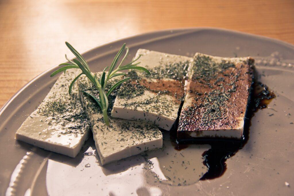 Tofu je nejjednodušší náhražka pro stravu bez masa
