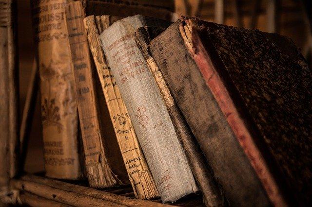 Genealogie je historická věda, která má za úkol zkoumat vztahy mezi jednotlivci stejné rodové linie.