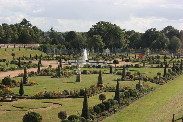 Hampton Court v Londýně je anglické Versailles.