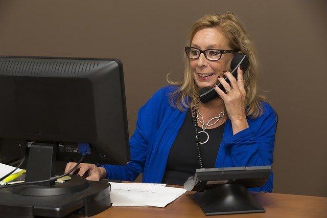 sekretářka na telefonu