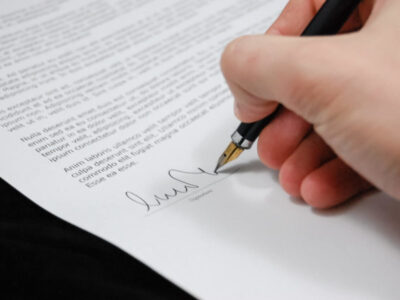 podepisování průvodního dopisu