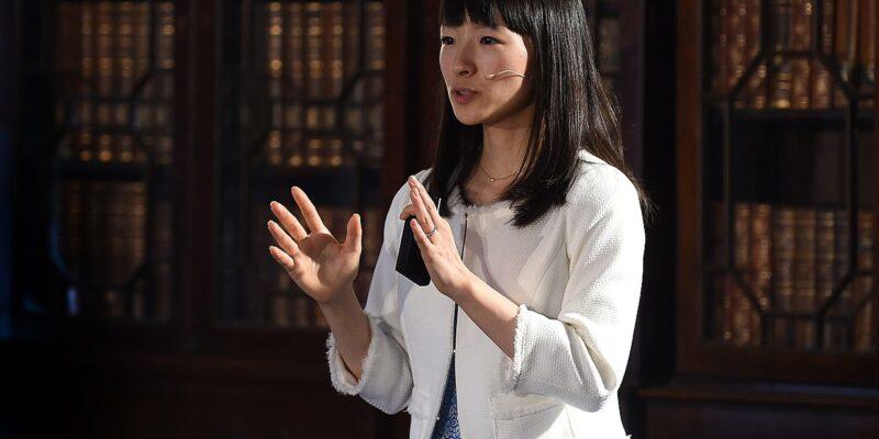 Marie Kondo, autorka knihy Zázračný úklid